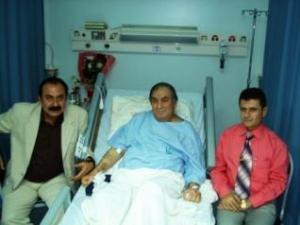 اثناء زيارة عادل اليزيدي في المستشفى