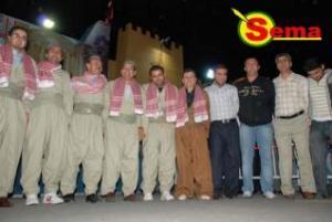 فرقة سما للفلكلور الكردي بالزي الكردي