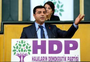 زعيم حزب الشعوب الديمقراطي صلاح الدين دميرتاش