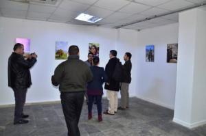 اسماعيل شمديني اثناء المعرض